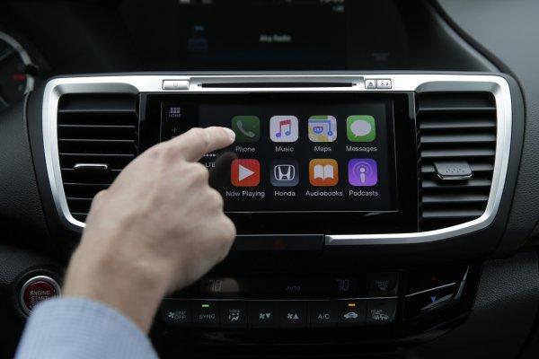 Harman показала беспроводные функции Apple CarPlay и Android Auto