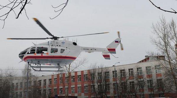 Женщину и двоих детей забрал вертолет с места крупного ДТП в Москве