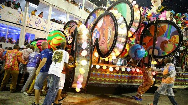 12 человек пострадали в ДТП на карнавале в Бразилии