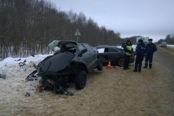 25-летняя девушка погибла и два человека пострадали в ДТП под Ярославлем