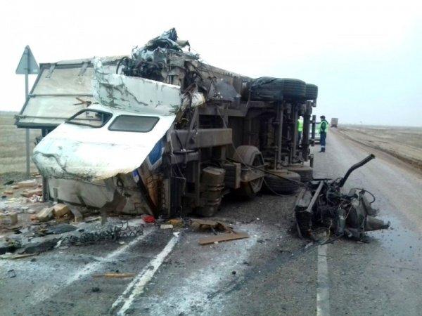 Водитель хлебовоза заживо сгорел в ДТП Астраханской области