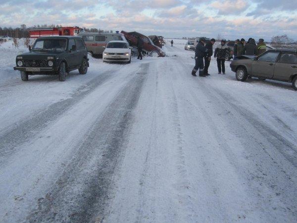 В Тюменской области в ДТП столкнулись 8 автомобилей