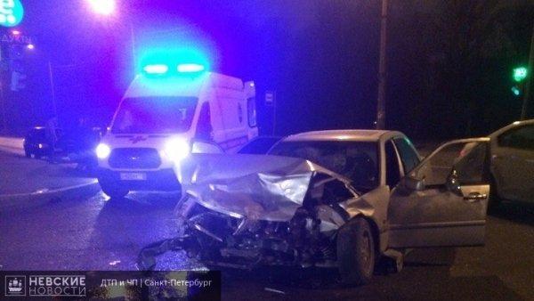 В Петербурге произошло ДТП с участием трех автомобилей