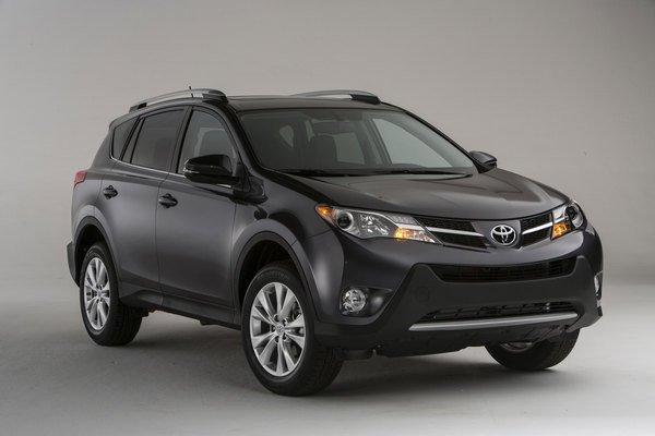 По итогам февраля Toyota RAV4 вышел в ТОП-10 по продажам в России