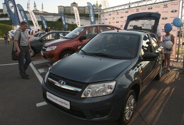 «АвтоВАЗ» отзывает более 100 тысяч машин Lada