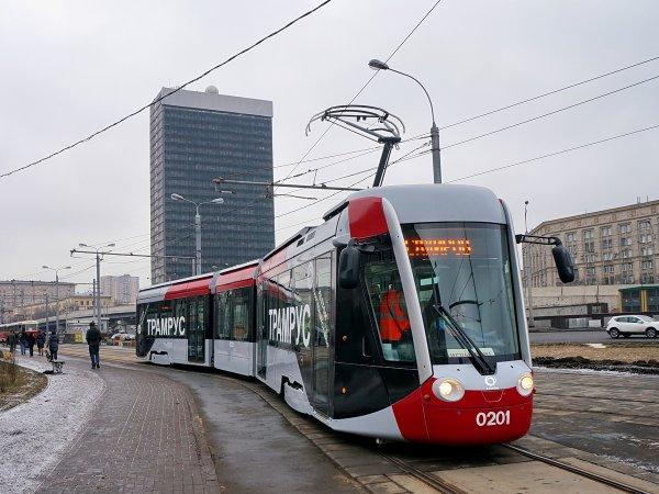 Трамвайные пути на 24 улицах в Москве отделят от проезжей части
