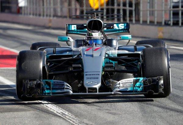 Боттас лидирует в третий день предсезонных тестов в Барселоне