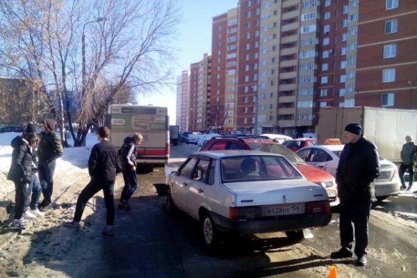 Из-за ДТП образовалась большая пробка на улице Ивана Франка в Перми