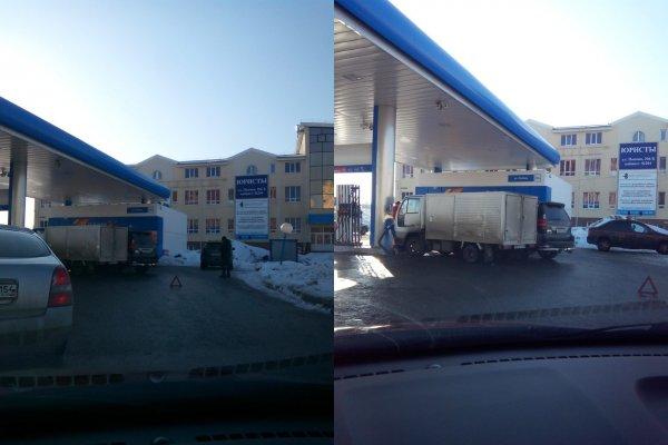 Грузовик и Lexus столкнулись на АЗС в Барнауле