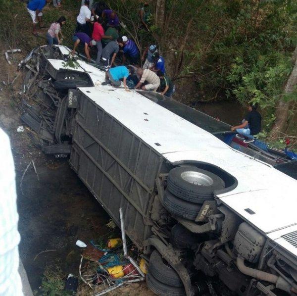Шесть человек погибли в ДТП со школьным автобусом в Таиланде