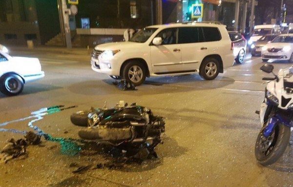 Мотоциклистка пострадала в ДТП с иномаркой в Краснодаре