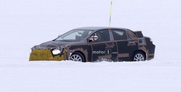 В сети появились первые шпионские снимки Toyota Corolla 2019