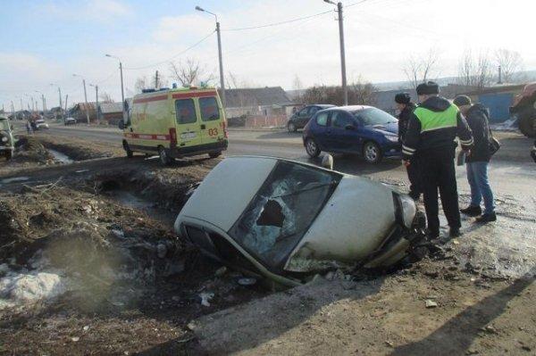 Автоледи сбила пешехода и слетела в кювет под Пензой
