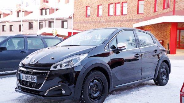 В сети опубликованы «живые» фото обновленного Peugeot 208