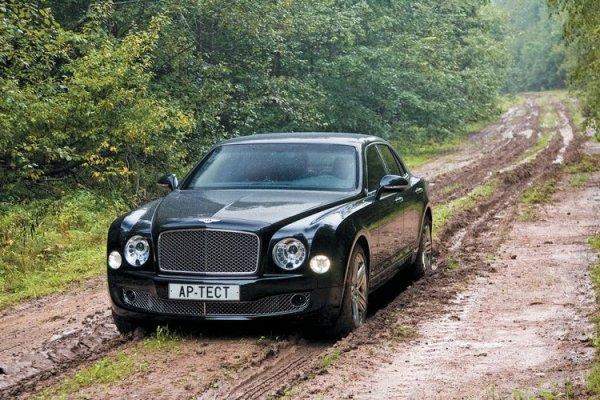 Новый Bentley Flying Spur замаскировали под Porsche Panamera