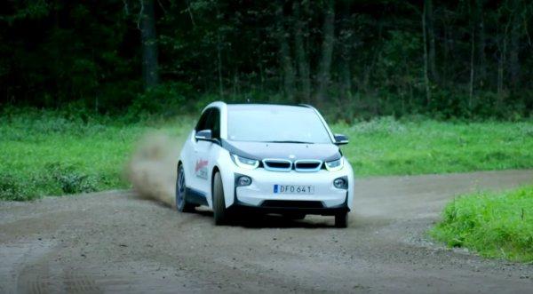 79-летний раллийный чемпион опробовал электрокар BMW i3