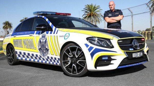 Австралийская полиция получила «горячий» седан Mercedes-AMG E 43
