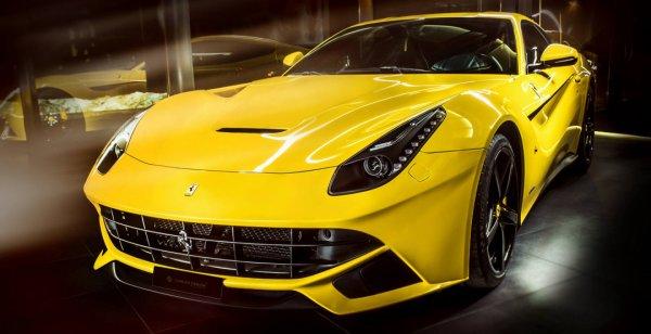 Carlex Design украсил салон желтого Ferrari f12 berlinetta