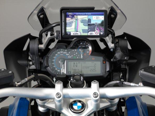 BMW заключила договор c Garmin, которая будет поставлять интеллектуальные модули