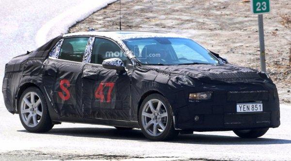 Вторая модель компании Lynk & Co тестируется на автомобильном полигоне